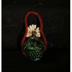 Gammel keramiknisse med skål, mål: 11 x 15 cm.