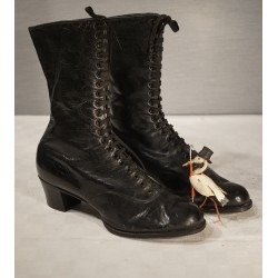 Antique lady leather boots,...
